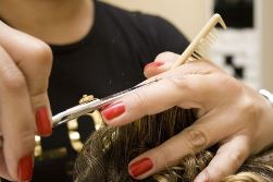 Nogales AZ hair stylist cutting hair